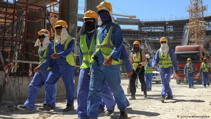 يرى المهاجرون في الخليج أن أحلام الأجور المرتفعة تدمر