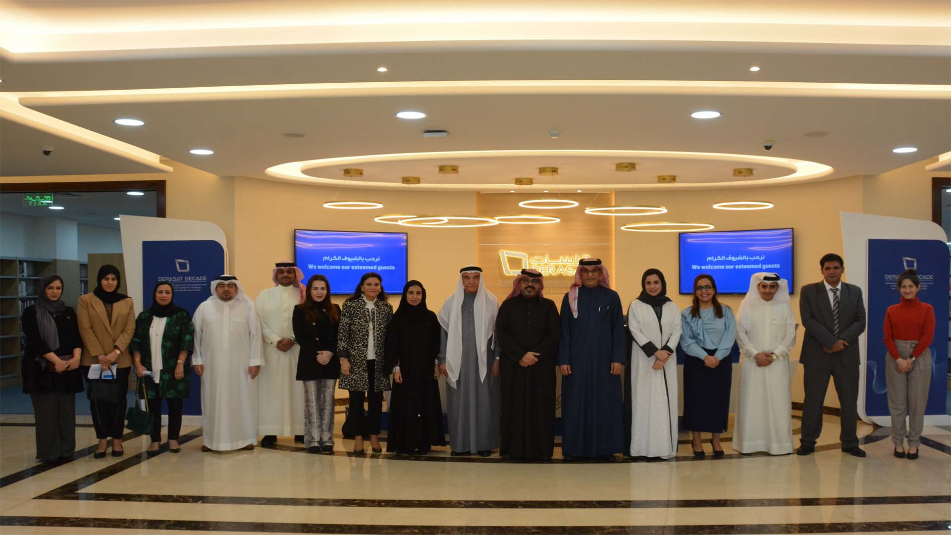 Shura Council Members visit Derasat Library
