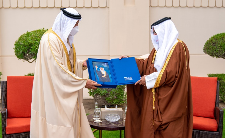 "Derasat Chairman Presents the Book ""First Vision Salman"" To The Deputy King"